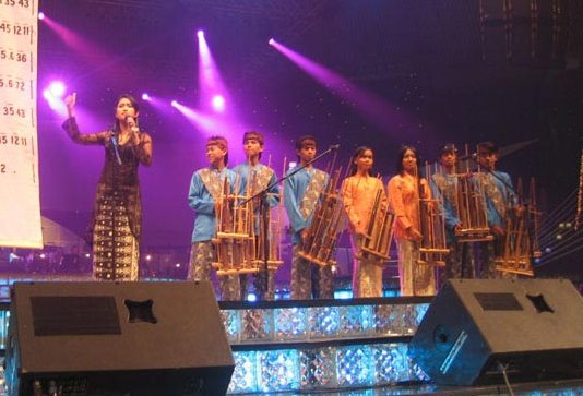 Angklung performers with the conductor in concert