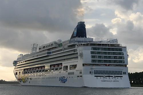 Norwegian Jewel cruiser