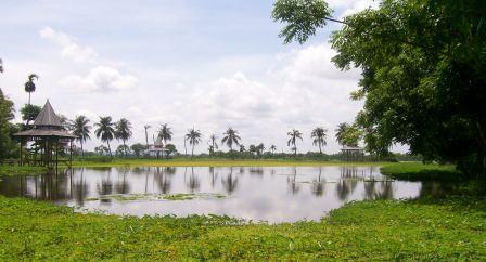 TRK Bangkalan: Artificial Lake, Leisure Center in Bangkalan