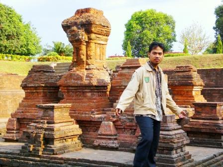 Wallow in Red Rat Temple (Candi Tikus)