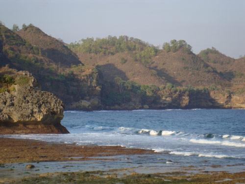 Hills on Srau beach